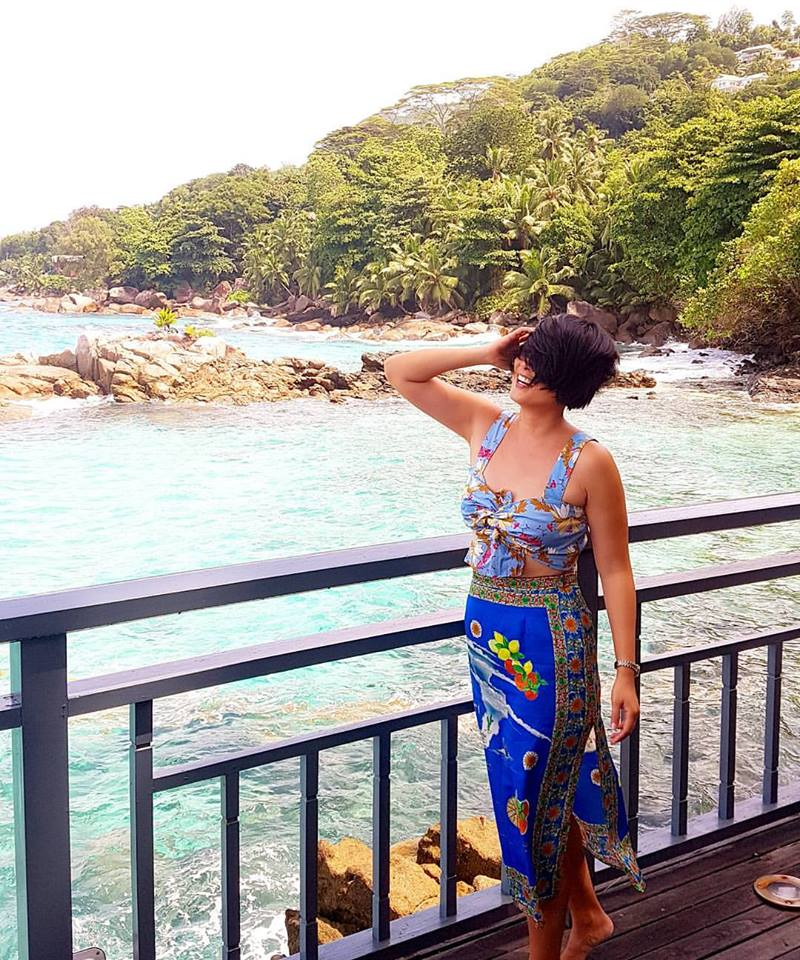 short hair, don't care. have fun with what you wear! (Seychelles)