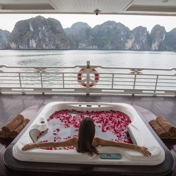 5 Reasons to Go on a Luxury Cruise in Halong Bay